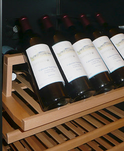 Presentatielade voor wijnkast